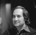 Neil Sedaka - TopPop 1974 3.png