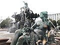 Neptunbrunnen 025.jpg