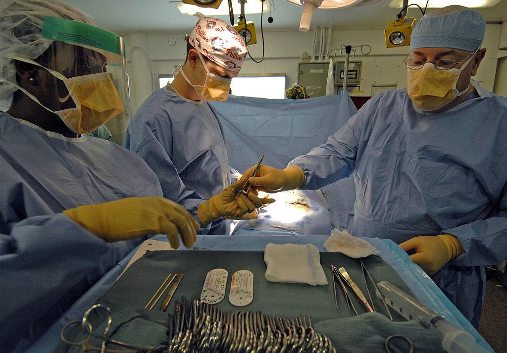 1024px-Nimitz_class_surgery
