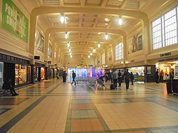 Northern concourse, Leeds City Station (23rd December 2018).jpg