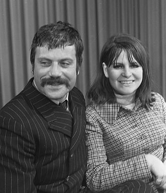 Oliver Reed - Oliver Reed with his wife Kate Byrne in 1968