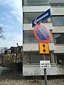 One way sign (44660017785).jpg