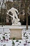 Pêcheur ramenant dans ses filets la tête d'Orphée, statue de Léon-Eugène Longepied, jardin du Ranelagh, Paris 16e 2.jpg