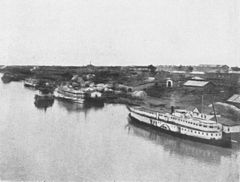 P475b Steamboats at Novo Nikolayevsk, taken from the bridge over the Obi.jpg