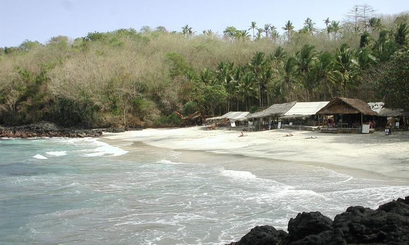Berkas:Padangbai White Sand Beach 2.jpg