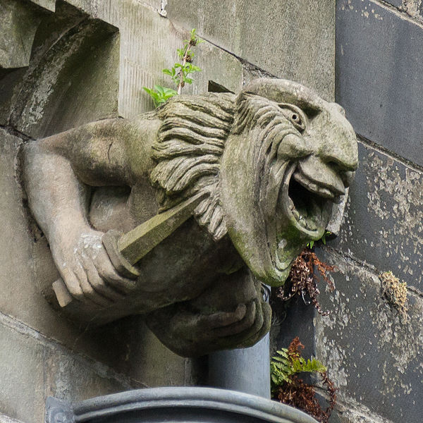 File:Paisley Abbey gargoyle 13.jpg