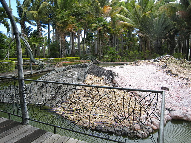 Model of Réunion Island at Exotica Park. Photo by Wikimedia Commons
