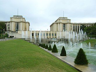 Jardins du Trocadéro - The Fountain of Warsaw, with the Palais de Chaillot in the background.
