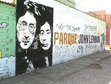 Graffiti en el Parque John Lennon de Callao (Perú), en el que aparecen el músico y su esposa Yoko Ono.
