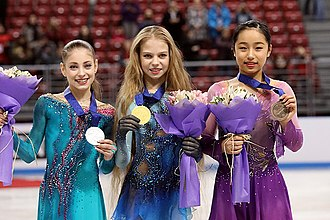 Alexandra Trusova - Trusova (center) with Alena Kostornaia (left) and Mako Yamashita (right) at the 2018 World Junior Championships podium