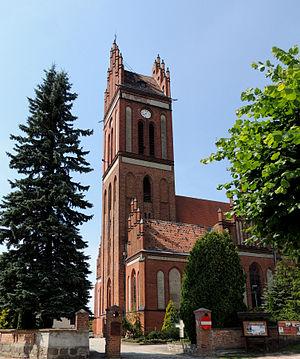 Pieniężno - Image: Pienieżno Rynek 6 kościół par. p.w. śś. Apostołów Piotra i Pawła