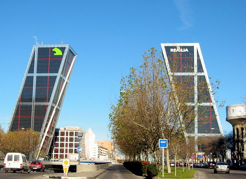 File:Plaza de Castilla (Madrid) 01.jpg