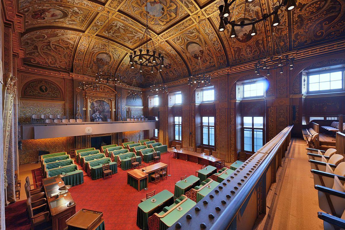 Vergaderzaal van de eerste kamer wikipedia - Kamer onder de helling ...