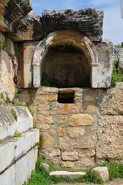 File:Plutonium (Pluto's Gate) in Hierapolis 01.jpg