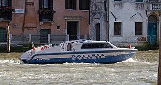 Reparto volanti - Reparto volanti police boat