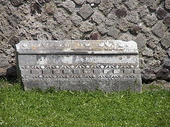 Pompeii fallen frieze.jpg