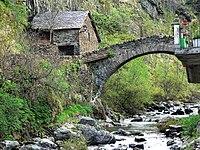 Pont de Tavascan P1120845SinCables.jpg