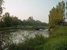 Il canale della Muzza, al confine fra Lodi e Lodi Vecchio