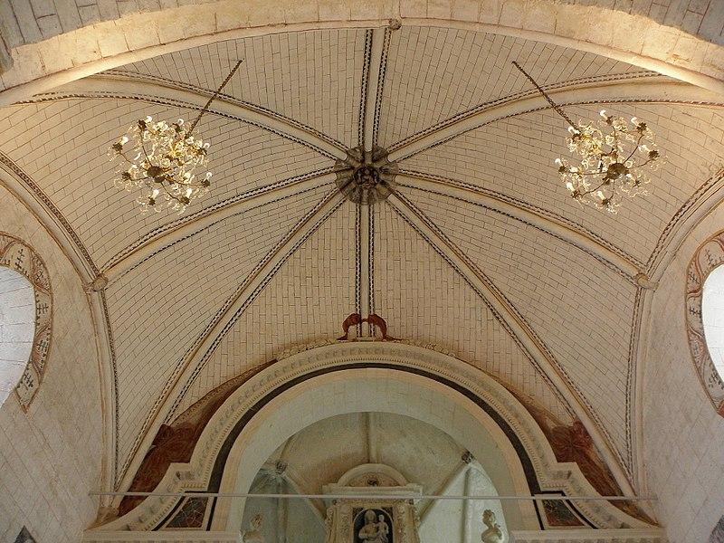 Église Saint-Denis de Pontigné (49). Intérieur. Voûtes du chœur.