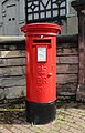 Post box at Heath Road, Bebington.jpg