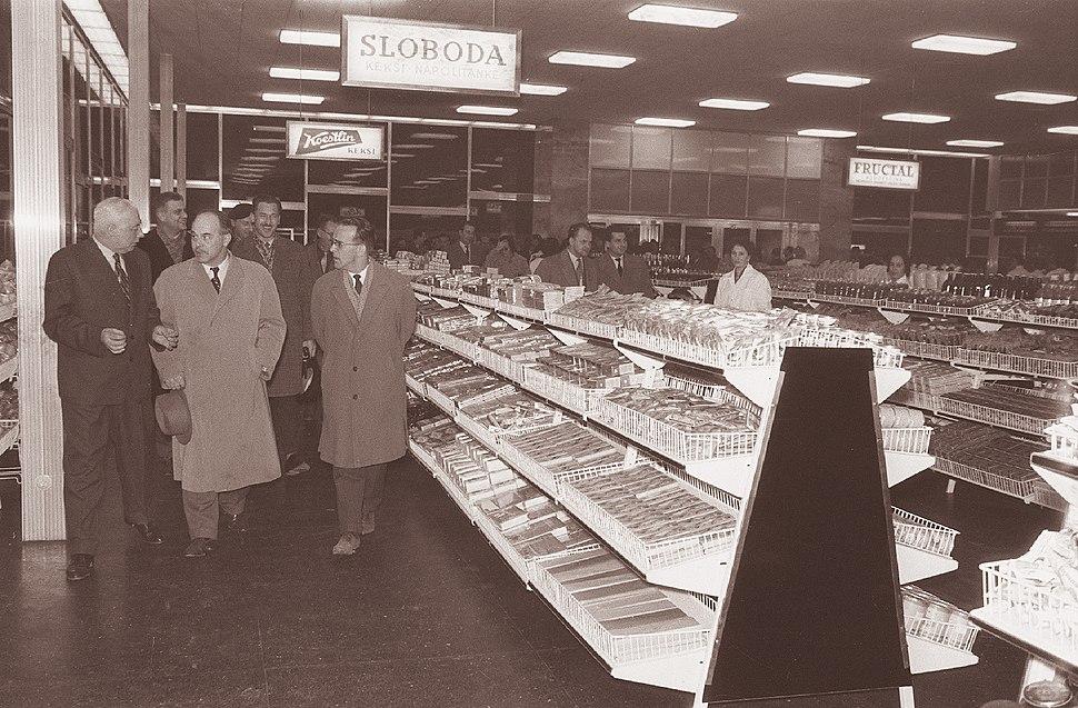 Prvi super-market v središču Ljubljane 1961 (2)