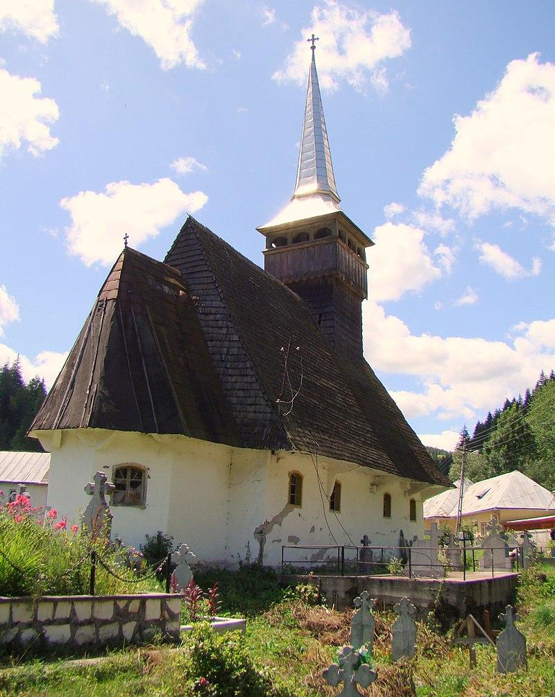 RO AB Garda de Sus wooden church exterior 10.jpg