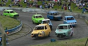 Reliant Robin - Image: Racing reliant robins mendips raceway 2005 05 30