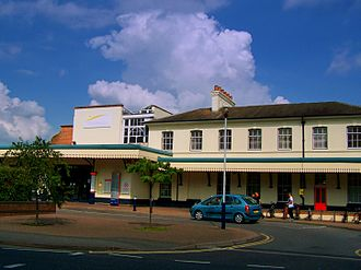 Eastleigh railway station - Eastleigh station main building in 2009