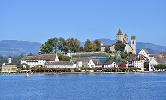 Lindenhof (Rapperswil) - Lindenhof respectively Schlossberg vineyard and Bühler-Allee as seen from the harbour area towards Seedamm