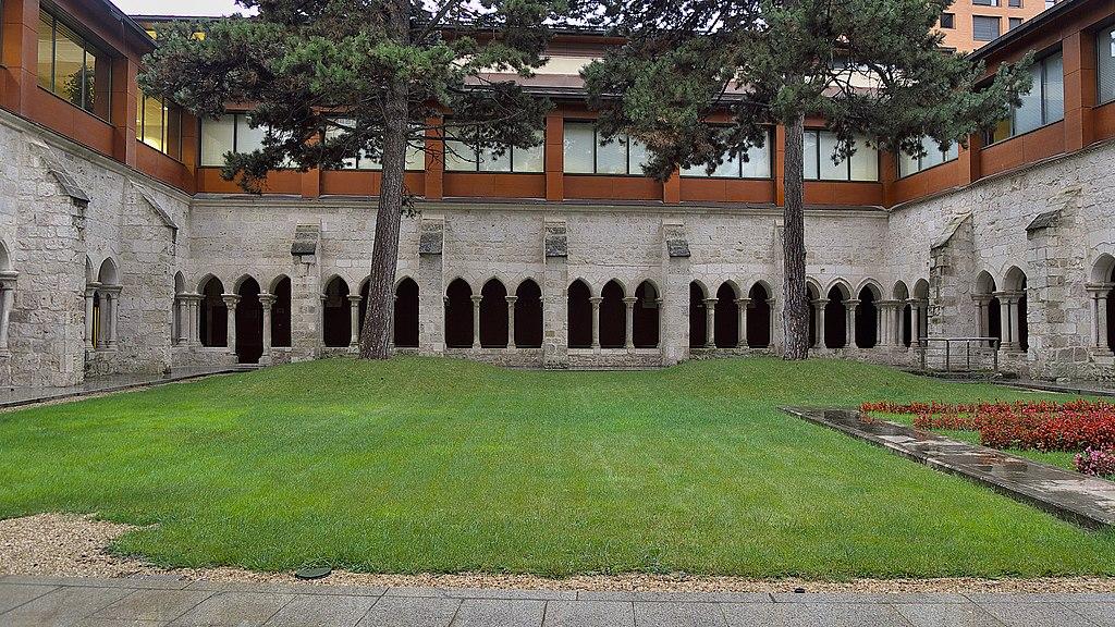 Real Monasterio de San Agustín (Burgos). Claustro.jpg