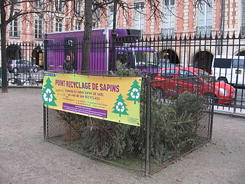 English: Christmas Tree recycling bin in Place...