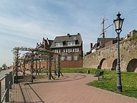 Rees, bij de voormalige stadsmuur foto4 2011-04-11 15.19.JPG