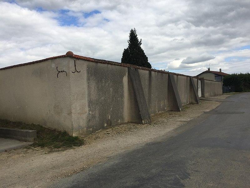 Image du village de Relevant, dans l'Ain, en France.