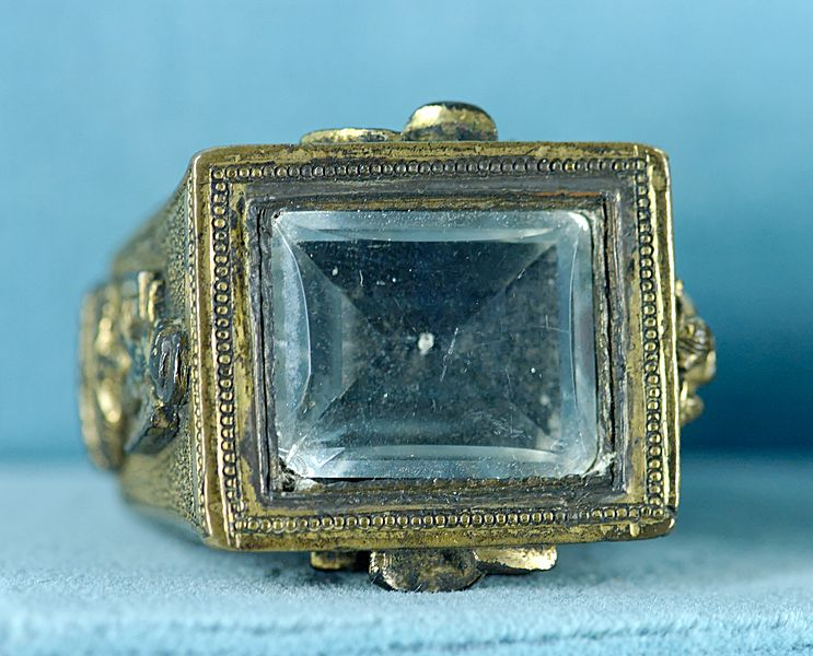 http://upload.wikimedia.org/wikipedia/commons/thumb/c/c9/Ring_Paul_II_MNMA_Cl9063.jpg/743px-Ring_Paul_II_MNMA_Cl9063.jpg