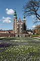 Rosenborg slot om foråret når krokusen blomstre.jpg