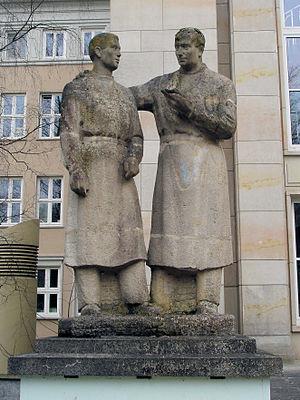 "Betonwerksteinskulptur ""Lehrer-Student&qu..."