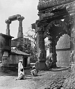 Ruins of the Rudra Mala at Siddhpur, Gujarat, retouched.jpg