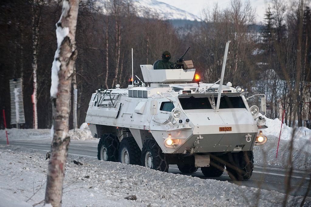 БТР-80 против XA-180