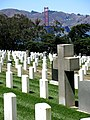 San Francisco National Cemetery mit Blick auf Golden Gate Bridge.JPG