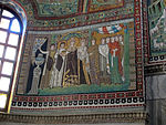 San vitale, ravenna, int., presbiterio, mosaici di teodora e la sua corte 01.JPG