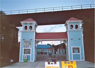 Sandcastle Waterpark - The entrance to the park, from 2005