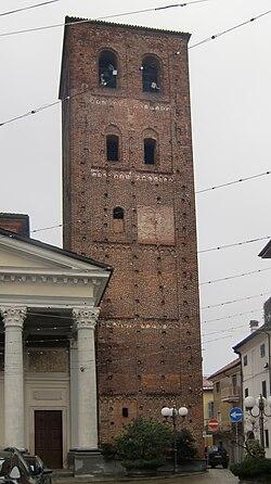 Santhià Collegiata Torre Campanaria 02.JPG