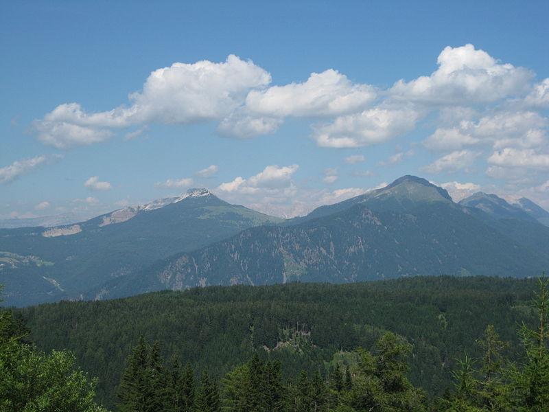 File:Schwarzhorn und Weißhorn vom Trudner Horn 1.jpg