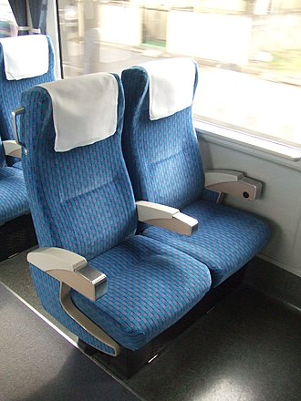 Keisei AE100 series - Image: Seat of Keisei Skyliner