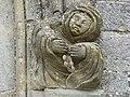 Seuil (Ardennes) église, sculpture à droite de la porte.JPG