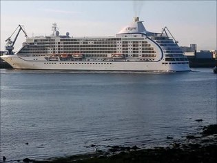 File:Seven Seas Voyager in Lorient.ogv