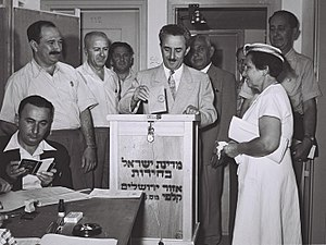 Israeli legislative election, 1955 - Prime minister Moshe Sharett votes