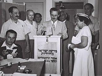 Israeli legislative election, 1955 - Prime minister Moshe Sharett votes
