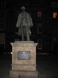 Sherlock Holmes statue.jpg