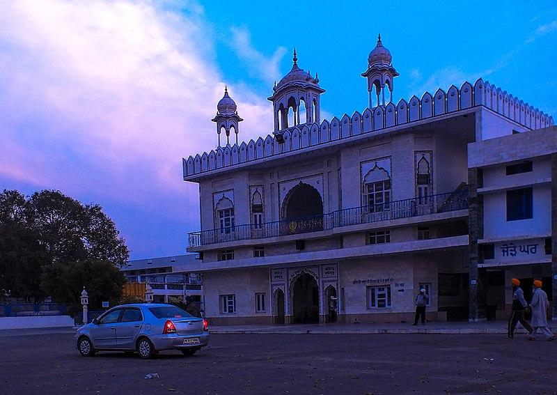 File:Shree Tibbi Sahib Gurdwara enterance from outside.jpg